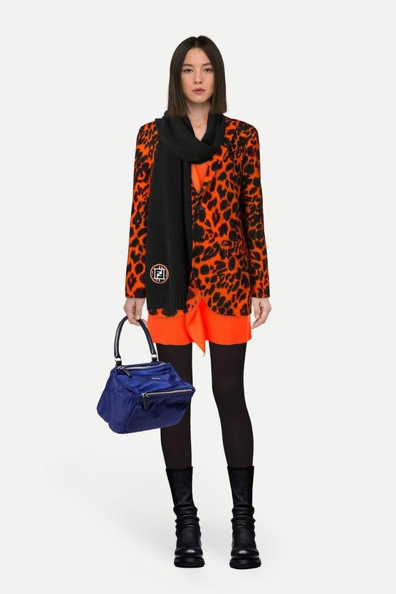 a5a0214d988 Образ платье с длинными рукавами и оборкой и блейзер с леопардовым принтом