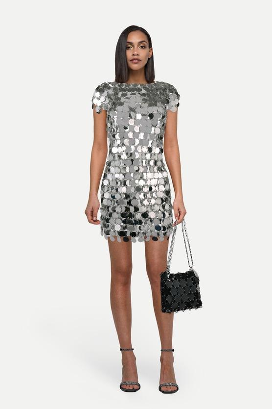 2f4f0843d10 Короткое платье с пайетками и босоножки с блестками — женский лук на ...