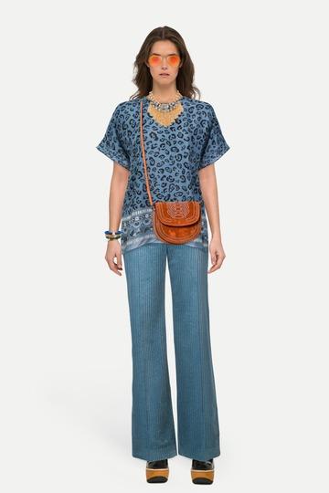 06056588daa Образ шелковая блузка с леопардовым принтом и расклешенные вельветовые  брюки ...
