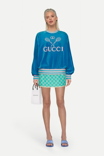 Образ толстовка gucci tennis и твидовая юбка мини с узором gg